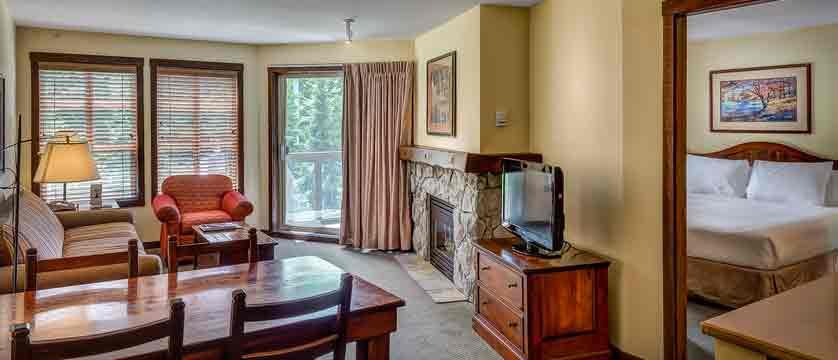 canada_whistler_coast-blackcomb-suites_guest-room.jpg